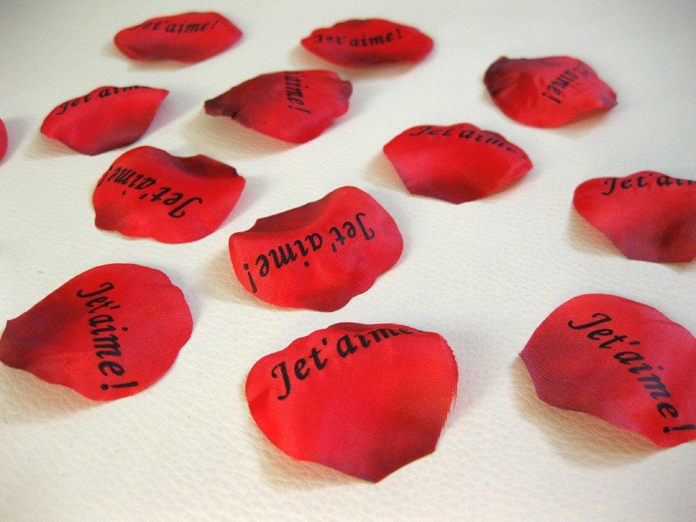 """100 pétales de roses """"Je t'aime"""""""