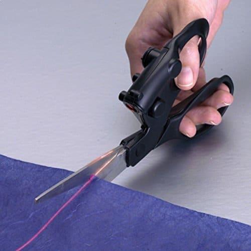 Paire de ciseaux insolite à faisceau laser