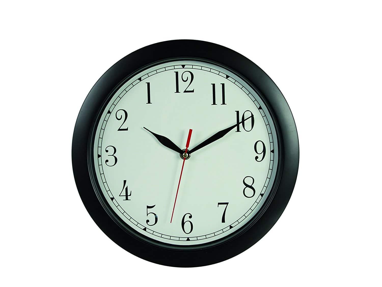Horloge insolite à chiffres inversés