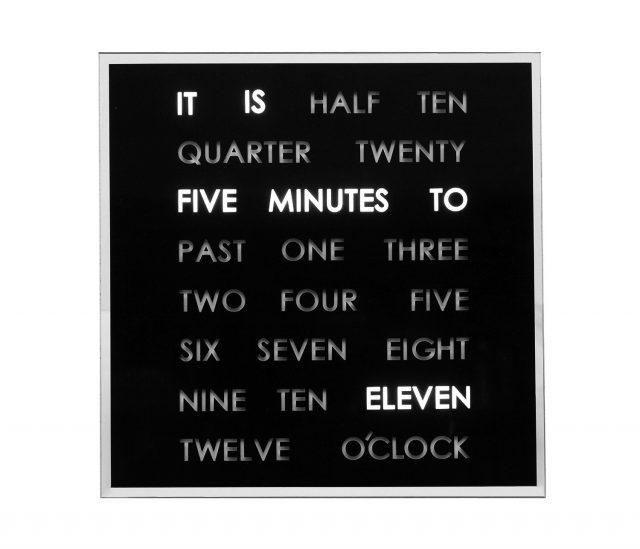Horloge à mots LED insolite