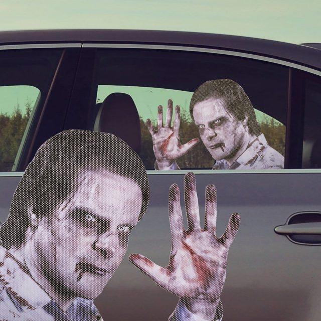 Sticker insolite zombie pour voiture