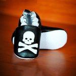 Chaussons tête de mort pour bébé