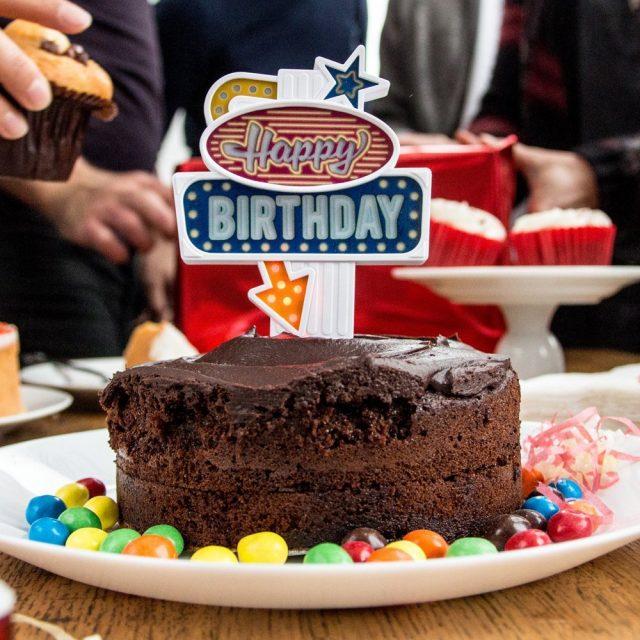 Décoration clignotante pour gâteau d'anniversaire insolite