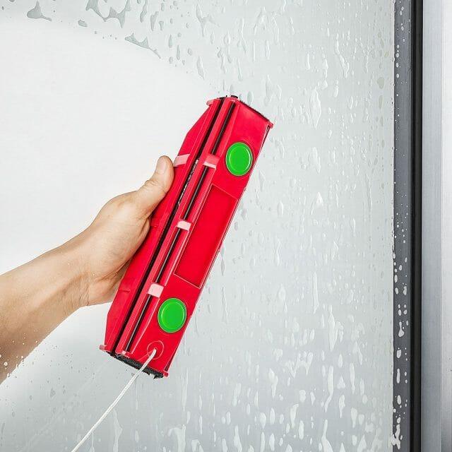 Lave-vitre magnétique gadget insolite