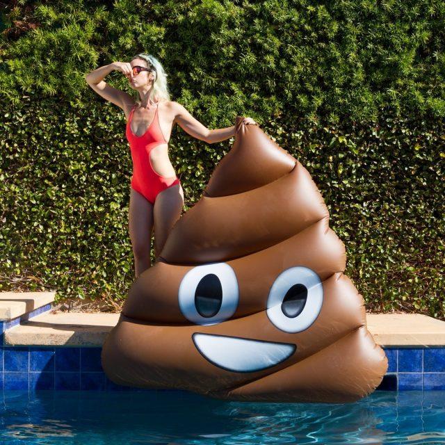 Matelas gonflable géant emoji crotte original