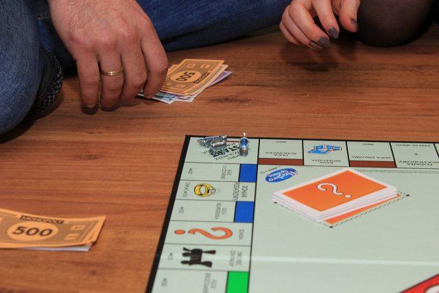 en famille ou entre amis, Monopoly nous réunit !